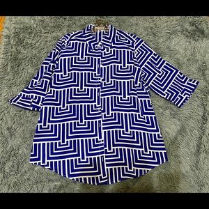 💙Chico's blue no-iron geometric linen button down